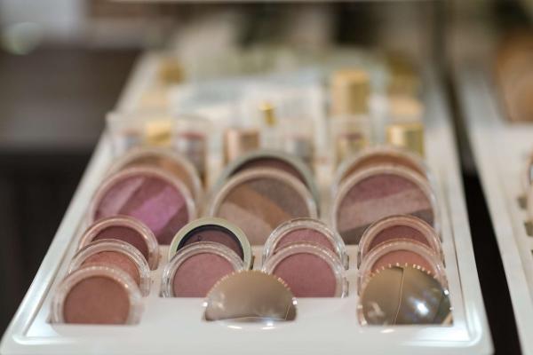 10-ioannou-cosmetics9208B53F-D56B-6027-A319-E70D7B8CC063.jpg