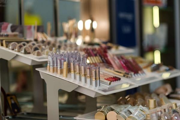 12-ioannou-cosmetics8AFA8700-4B09-5626-9EBB-951F29CCD713.jpg